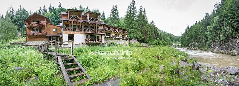 Два дерев яні будинки на 10 номерів 24 28